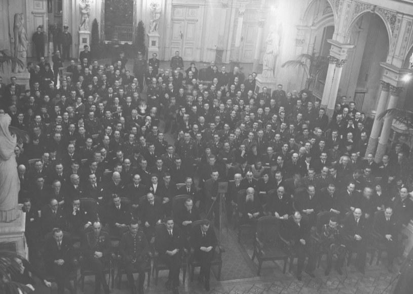 Zjazd Związku Żydów Uczestników Walk o Niepodległość Polski w sali Rady Miejskiej w Warszawie. Rok 1936 /Z archiwum Narodowego Archiwum Cyfrowego