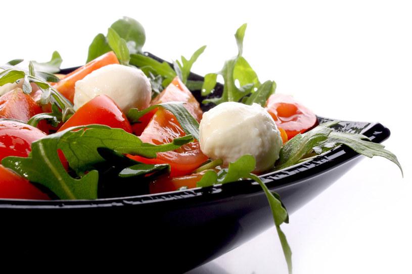 Zjedzenie ładnie wyglądającej sałaty jest gwarancją tego, że nie będzie nas bolał brzuch /123RF/PICSEL