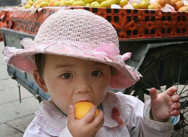 Zjedzenie pestek moreli może spowodować groźne powikłania /AFP