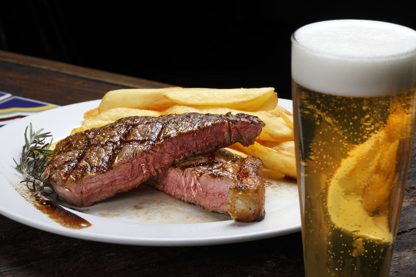 Zła dieta i alkohol /©123RF/PICSEL