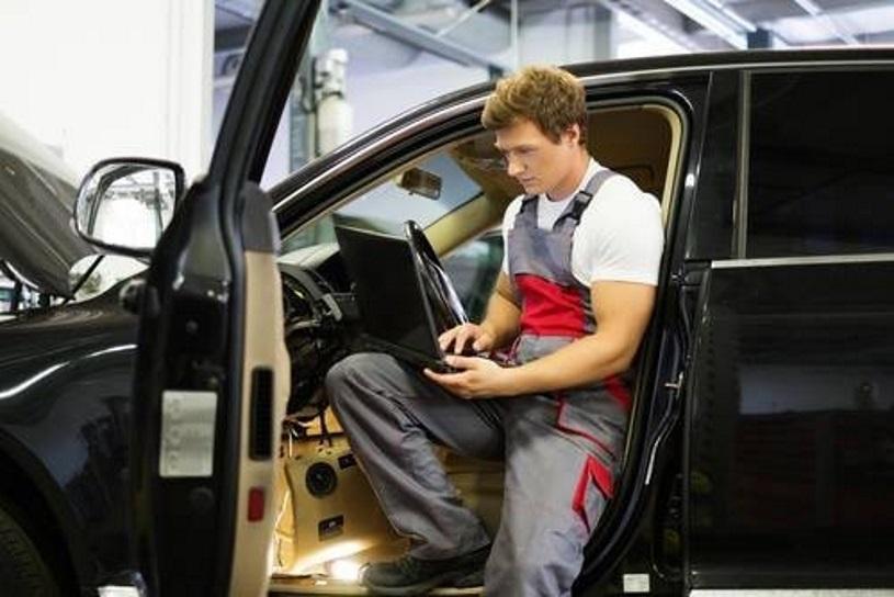 Złącze OBD umożliwia m.in. samodzielną diagnostykę samochodu /Value Stock Images /East News