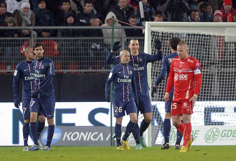 Zlatan Ibrahimović i jego koledzy podczas meczu z Valenciennes /AFP