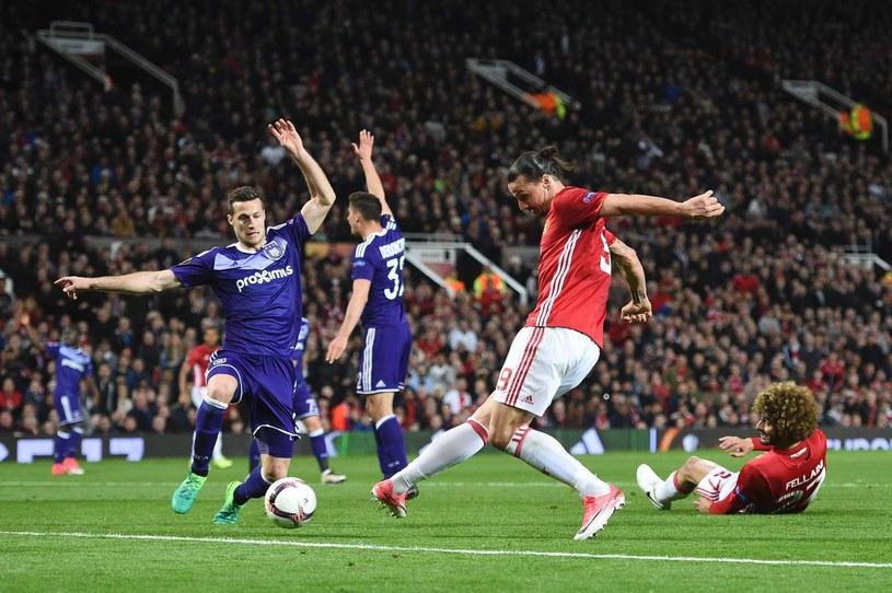 Zlatan Ibrahimović (P) doznał urazu w meczu Ligi Europy z Anderlechtem /AFP