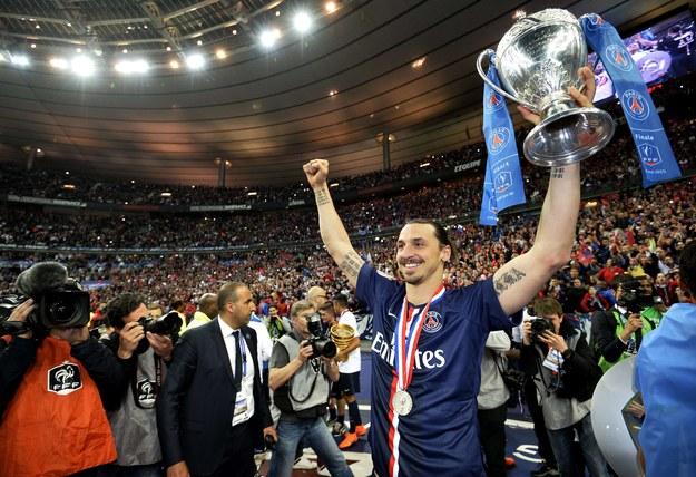Zlatan Ibrahimović z Pucharem Francji /AFP