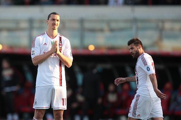 """Zlatan Ibrahimovic zdaje się modlić: """"Panie, spraw, abyśmy przeszli Barcę!"""" /AFP"""