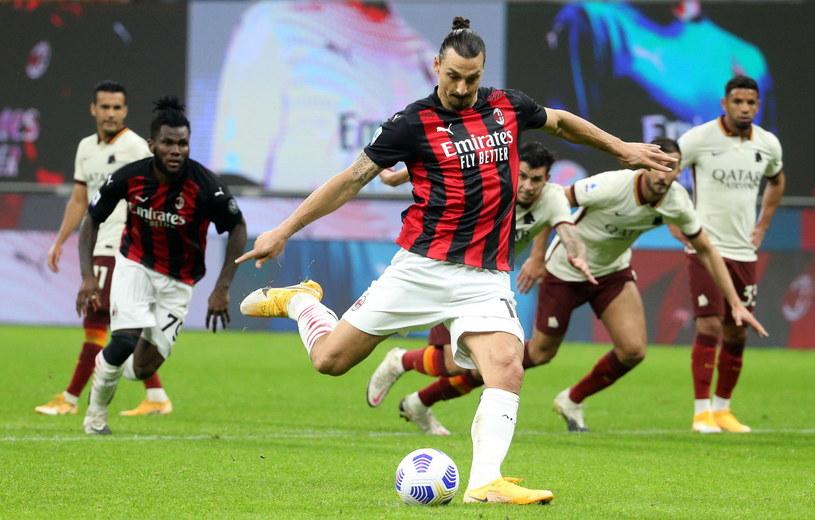 Zlatan Ibrahimović zdobył dwie bramki, ale Milan stracił punkty w meczu z Romą /PAP/EPA/MATTEO BAZZI /PAP/EPA