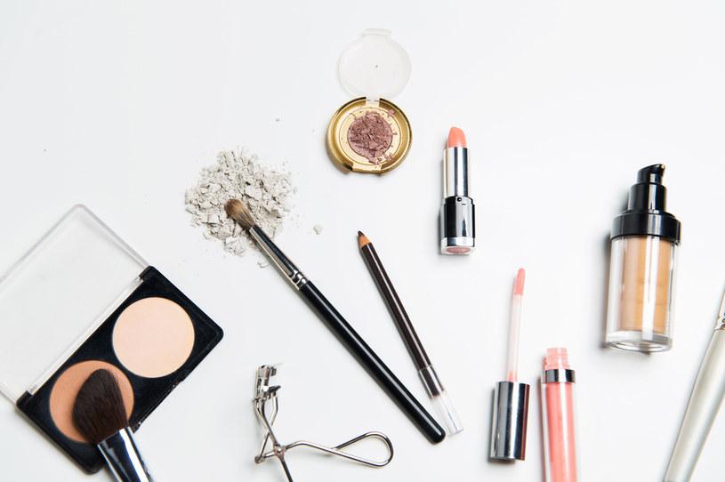 Źle dobrany podkład może skutecznie zepsuć nawet najstaranniej wykony makijaż /123RF/PICSEL