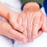 Złe wiadomości o naszych postawach wobec chorych na demencję