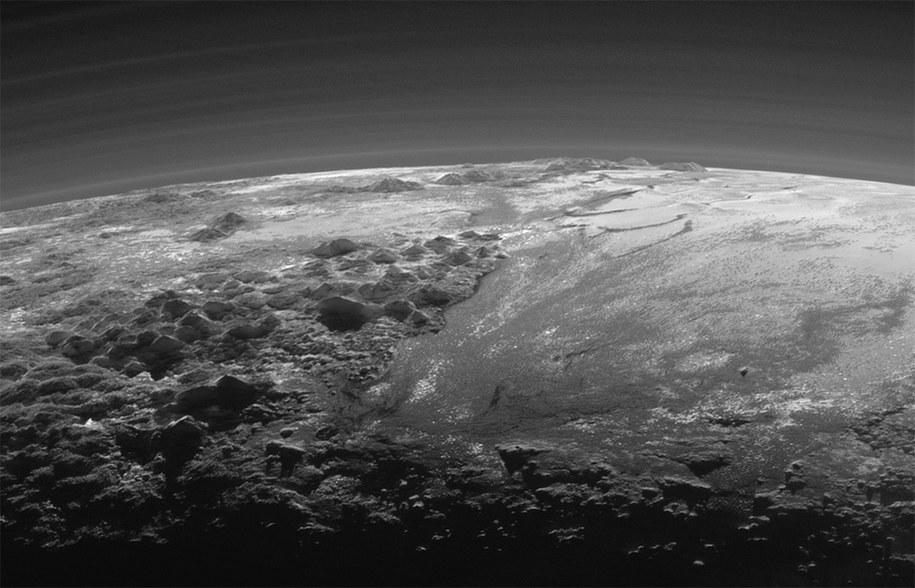 Zliżenie na fragment powierzchni Plutona / NASA/JHUAPL/SwRI /materiały prasowe
