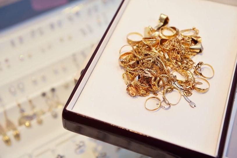 Złodziej połknął cenny pierścionek /123RF/PICSEL