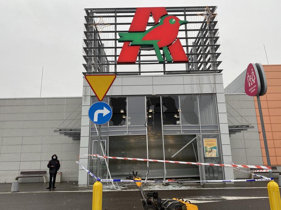 Złodzieje staranowali wejście do galerii /Małgorzata Zimnoch/Trojmiasto.pl /