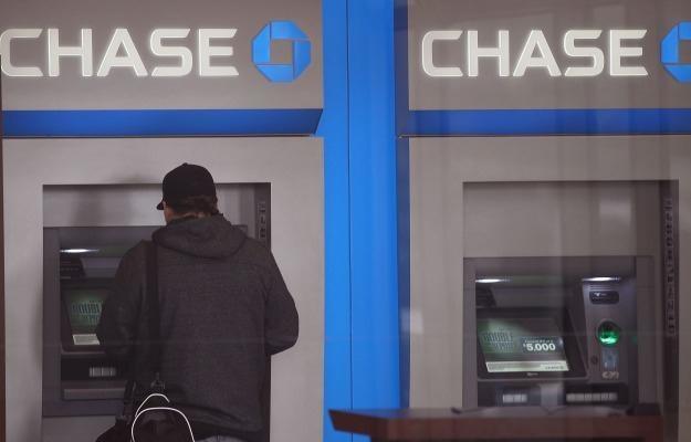 Złodzieje znaleźli sprytny sposób na okradanie bankomatów sieci Chase Bank /AFP