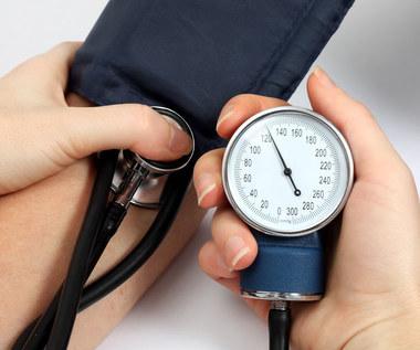 Złośliwe nadciśnienie tętnicze: Przyczyny, objawy i leczenie