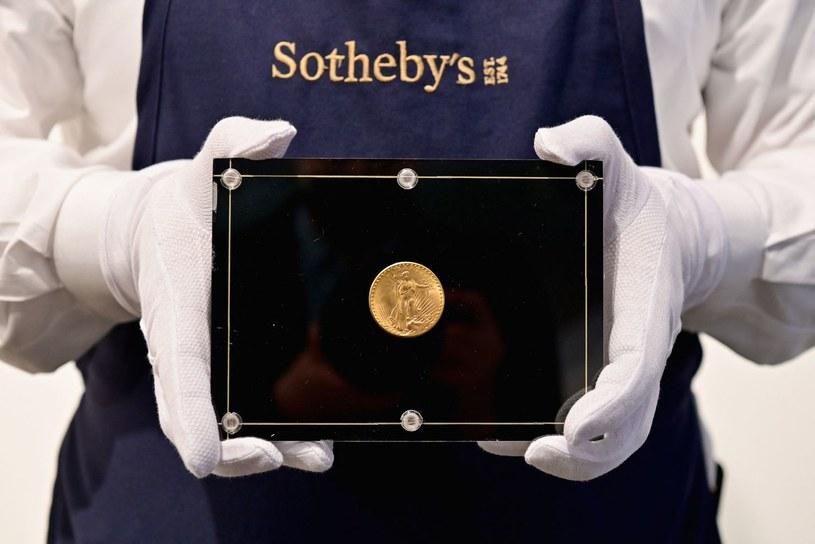 Złota 20-dolarówka sprzedana za rekordowe 18,8 mln dolarów /AFP