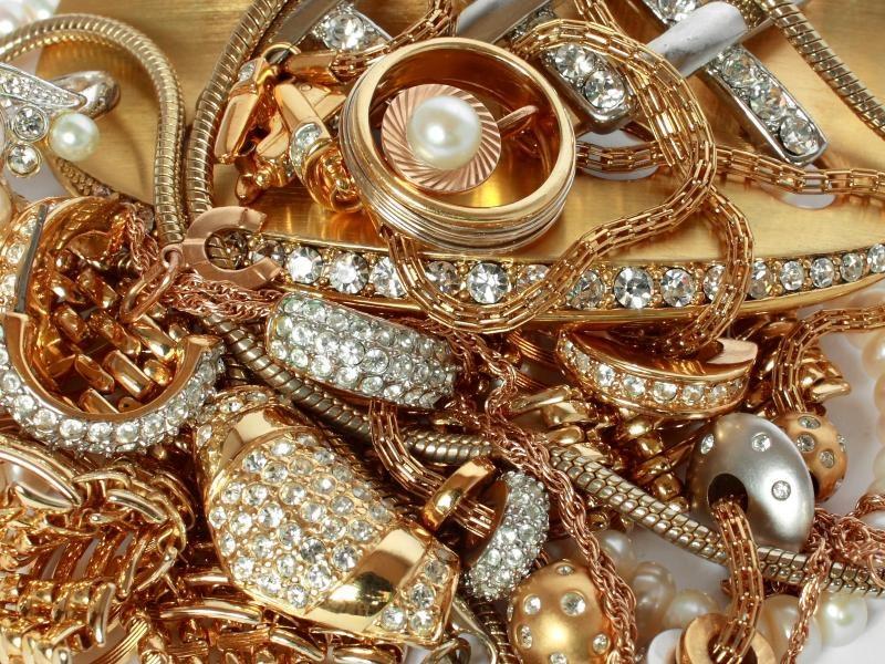 Złota biżuteria. /© Photogenica