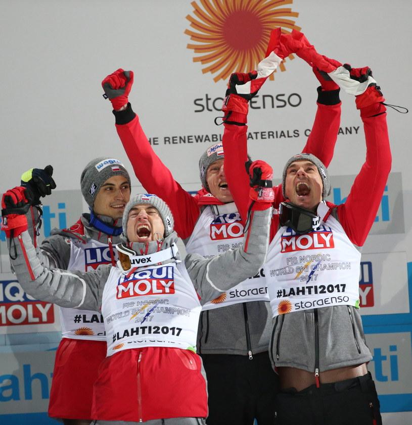 Złota reprezentacja polskich skoczków narciarskich /fot. Grzegorz Momot /PAP