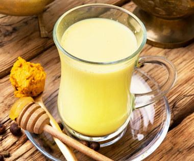 Złote mleko: Co to jest? Jak działa na zdrowie?