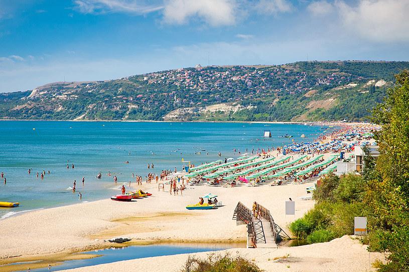 Złote Piaski co roku odwiedzają tłumy turystów. Tutejsze plaże należą do najczystszych w Europie. /123RF/PICSEL