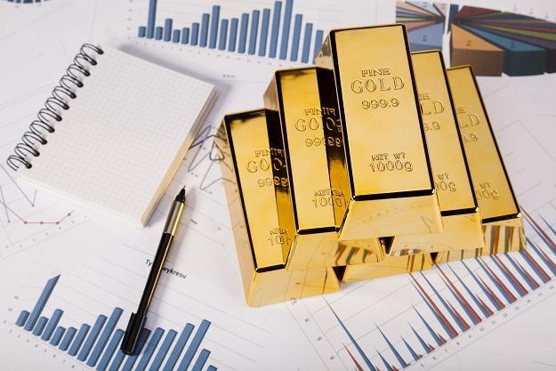 Złote spółki mają przewagę nad kruszcem /©123RF/PICSEL
