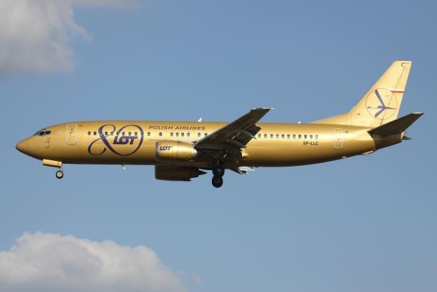 Złoty Boeing 737-400 w barwach LOT /©123RF/PICSEL