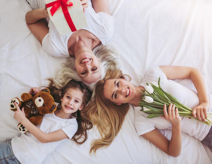 Złóż mamie życzenia na Dzień Matki /123RF/PICSEL