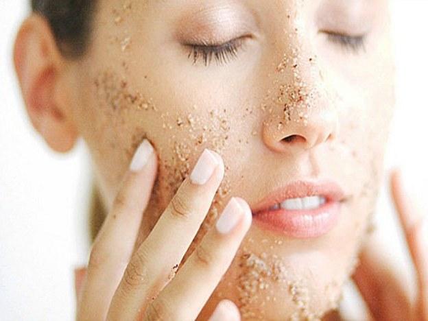 Złuszczanie naskórka twarzy /© Photogenica