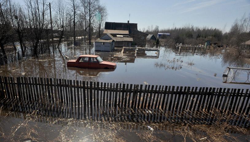 Zmagają się z powodziami /AFP