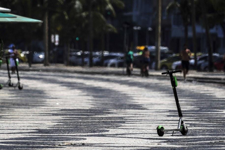 Zmarła kobieta, kora ucierpiała w wypadku na elektrycznej hulajnodze. Zdjęcie ilustracyjne /Antonio Lacerda /PAP/EFE