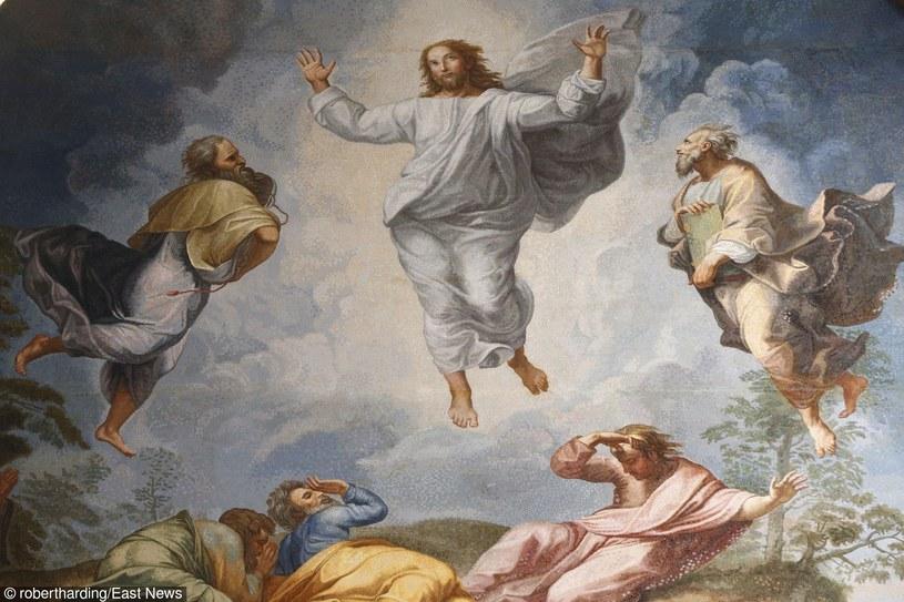 Zmartwychwstanie Jezusa - malowidło olejne Rafaela w Bazylice św. Piotra;  fragment poświęcony Przemienieniu Pańskiemu /East News