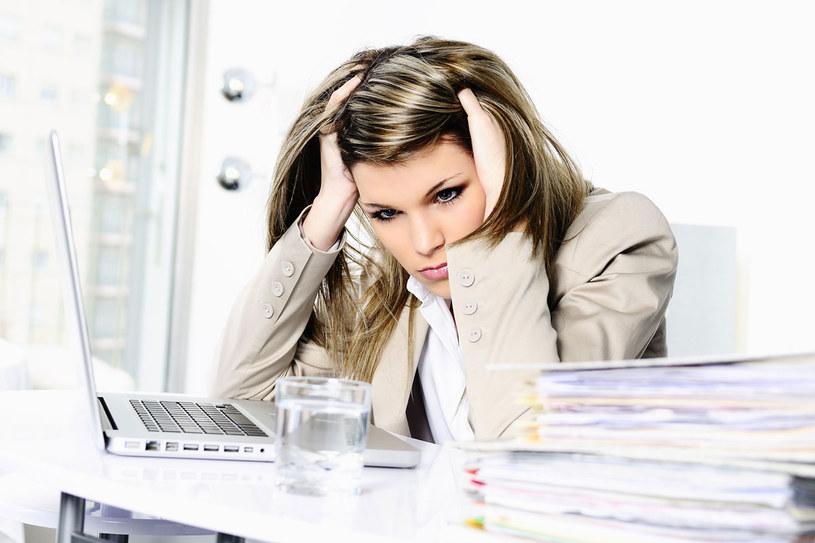 Zmęczenie, migreny i zawroety głowy to częste objawy anemii /123RF/PICSEL