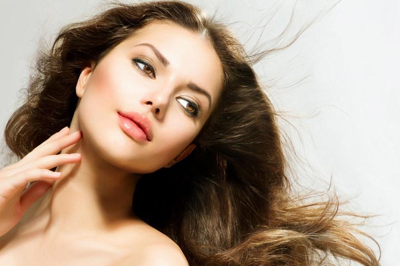 Zmęczone wakacjami włosy szybko odzyskają zdrowy wygląd. Wystarczy dobrze o nie zadbać. /123RF/PICSEL