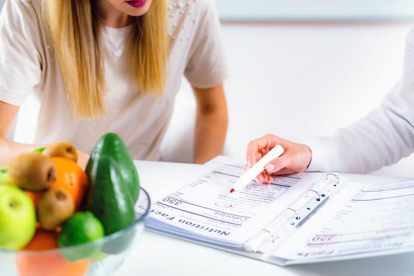 Zmiana nawyków żywieniowych może pomóc w ograniczeniu objawów nietrzymania moczu /123RF/PICSEL
