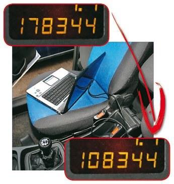 Zmiana stanu licznika przez wtyczkę OBD przy użyciu komputera trwa tylko chwilę i kosztuje grosze. /Motor
