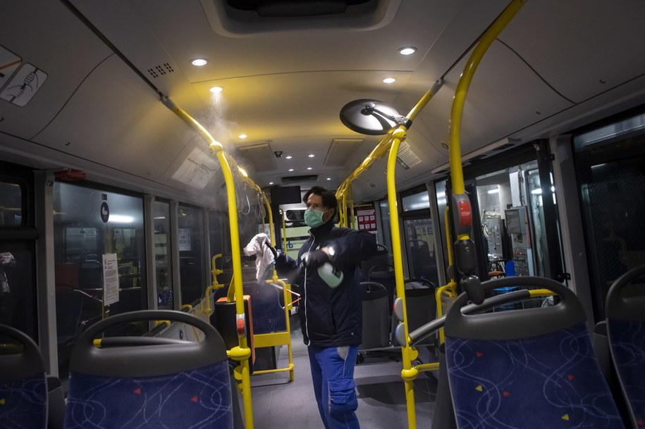 Zmiany mają również dotyczyć funkcjonowania komunikacji miejskiej /PABLO GIANINAZZI /PAP/EPA