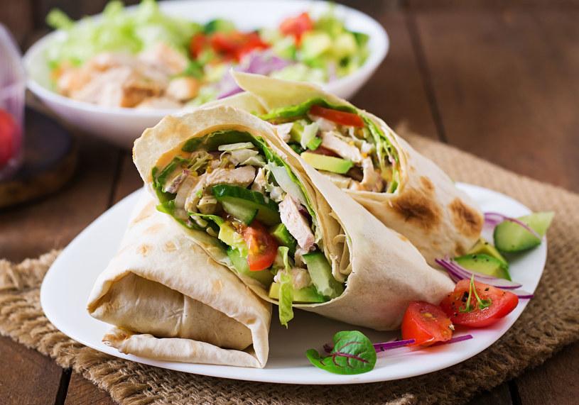 Zmiany nawyków zacznij stopniowo - niezdrowy posiłek zastąp pełnowartościowym /123RF/PICSEL