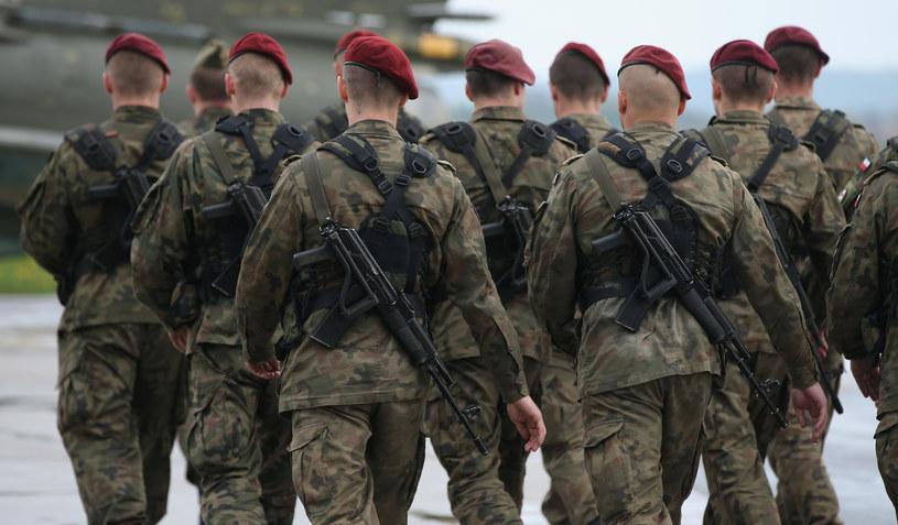 """""""Zmiany są rzeczywiście drastyczne. Oznaczają konieczność budowy polskiej armii na nowo"""" /Getty Images"""