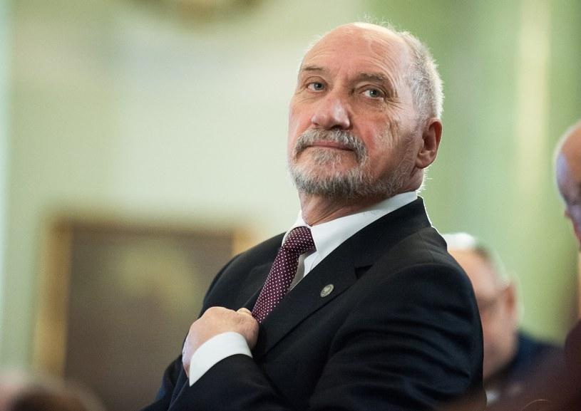 Zmiany w rządzie osłabią pozycję Antoniego Macierewicza? /Bartosz Krupa /East News