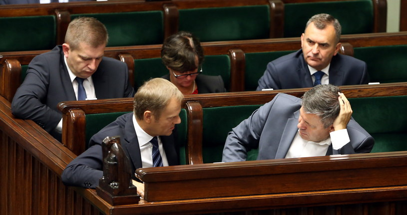 Zmiany w rządzie wymusza zmiana miejsca pracy Donalda Tuska. /PAP