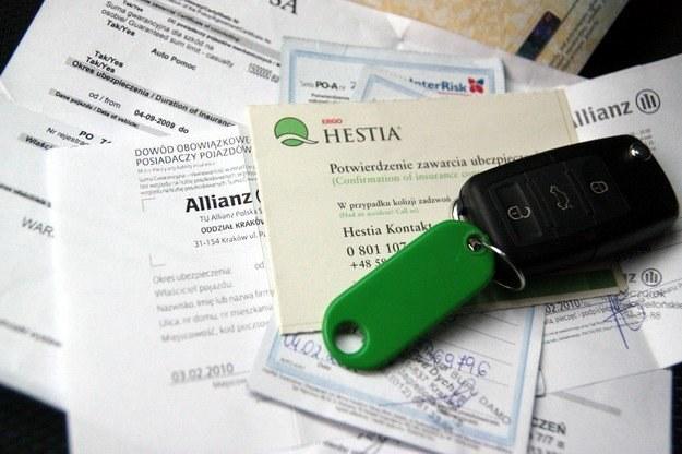 Zmieniając ubezpieczyciela trzeba uważać /INTERIA.PL