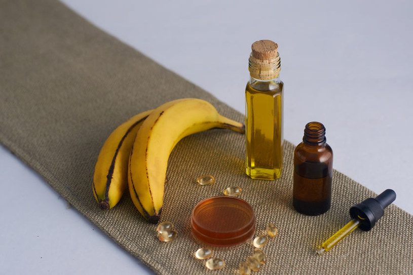 Zmieszaj ze sobą banana i oliwę z oliwek /123RF/PICSEL