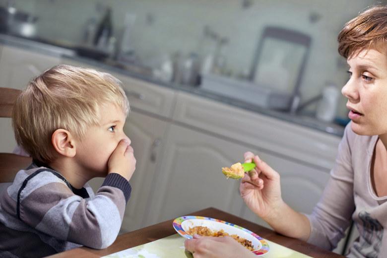 zmuszanie do jedzenia /© Photogenica