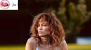Zmysłowa Jennifer Lopez w basenie