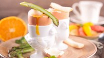 Zmysłowe smaki: Jak ugotować jajka na miękko?