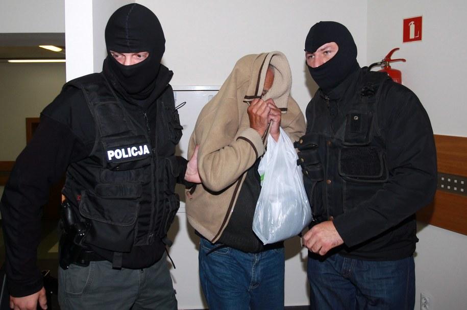 Znachor doprowadzony na posiedzenie aresztowe, zdj. archiwalne /Grzegorz Momot /PAP
