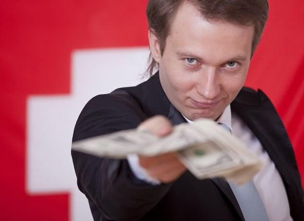 Znaczącą przyczyną niewierności wśród mężczyzn były zarobki niższe, niż współmałżonki /© Panthermedia