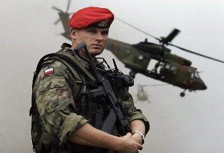 Znaczenie technologii informatycznych zaczyna wreszcie dostrzegać także polska armia /AFP