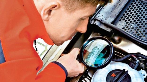 Znajomość numeru VIN pozwala sprawdzić na odległość wiek, wyposażenie, a nawet czasami przebieg samochodu. /Motor
