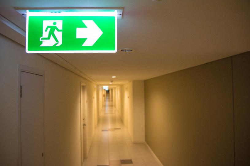 Znajomość zasad ewakuacji jest nieoceniona w sytuacji zagrożenia życia /123RF/PICSEL