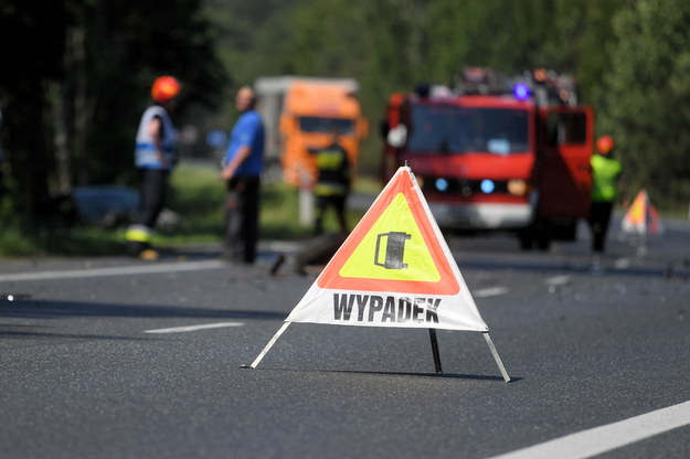 Znak informujący o wypadku drogowym /Tytus Żmijewski /PAP