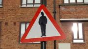 """Znak """"uwaga Żydzi"""" w londyńskim Stamford Hill"""